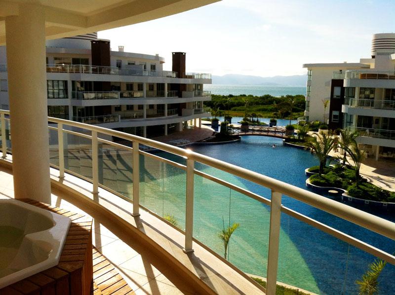 Marine Home Resort: praia, sol e piscina com serviço de bar!